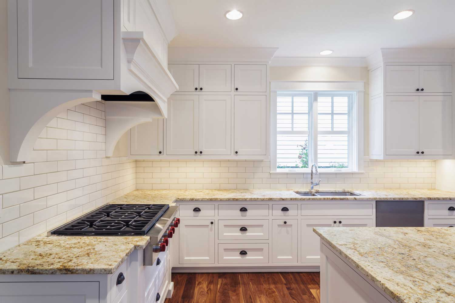 54539-counters-and-cabinets-in-luxury-kitchen-QCM47BH-web